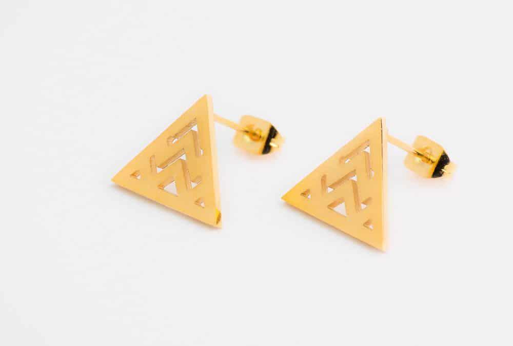 Boucles d'oreilles minimalistes puces, triangle bariolé, acier inoxydable doré
