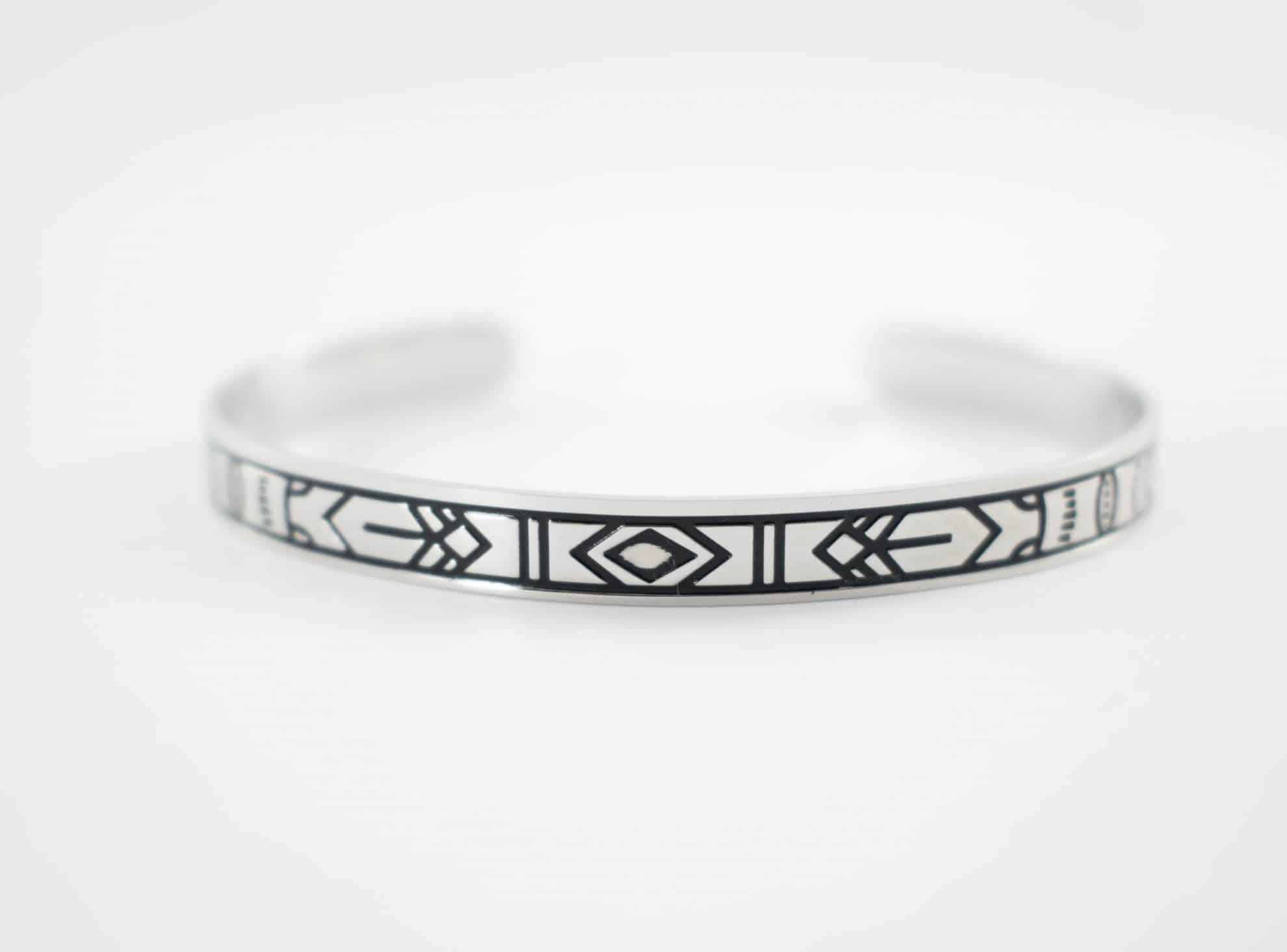 bracelet jonc grav noir collection maya acier inoxydable argent buzz de bijoux. Black Bedroom Furniture Sets. Home Design Ideas