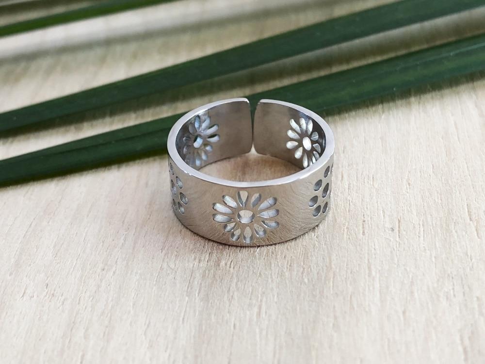 bague gros anneau et bague de pouce motif fleur et rond acier inoxydable argent buzz de bijoux. Black Bedroom Furniture Sets. Home Design Ideas